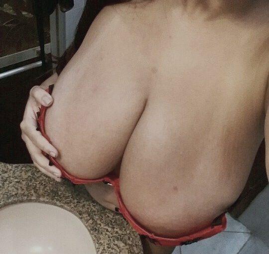 Latina Radyja has impressive natural giant tits